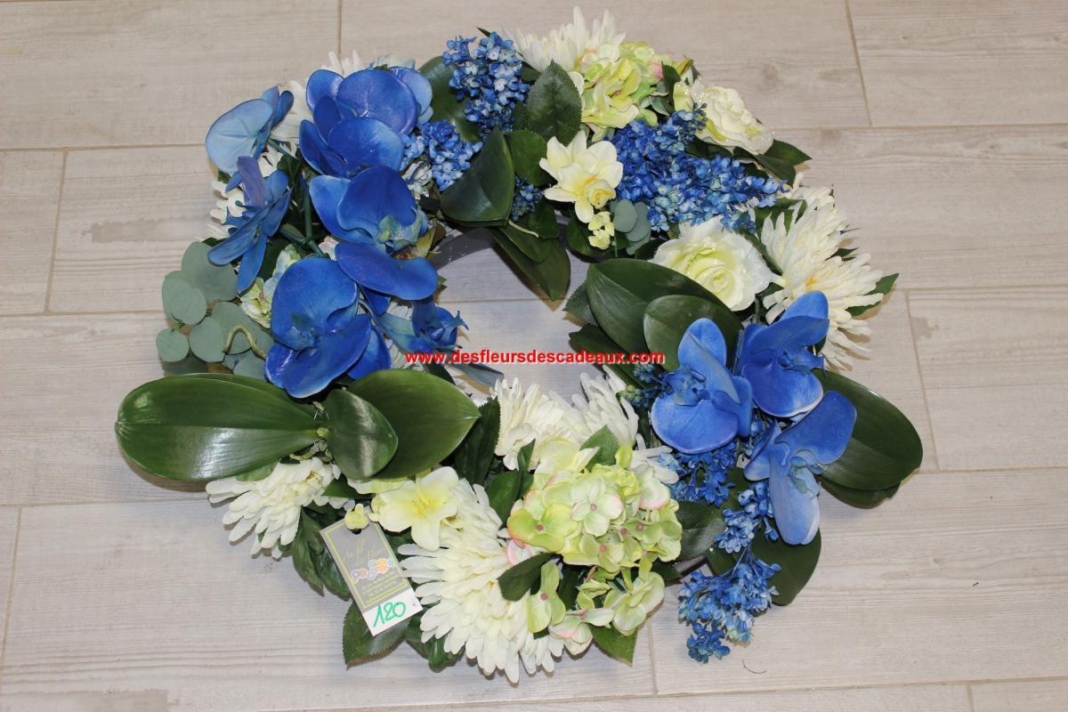 fleurs bleues et blanches fleurir une tombe l 39 hiver. Black Bedroom Furniture Sets. Home Design Ideas